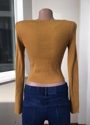 Укороченный свитер в рубчик2