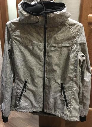 Классная спортивная куртка1