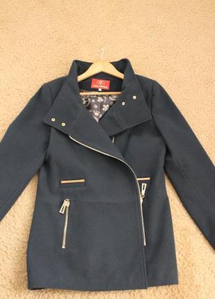 Пальто шестяное 46 размера