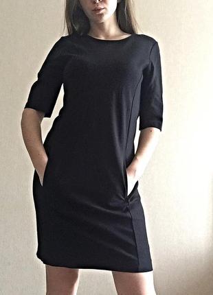 Прямое чёрное платье
