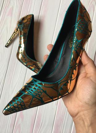 Эксклюзивные дизайнерские атласные туфли лодочки изумруд с золотом asos 39р 25см3