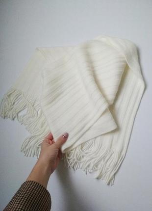 Теплый вязаный молочный кремовый шарф с бахромой1