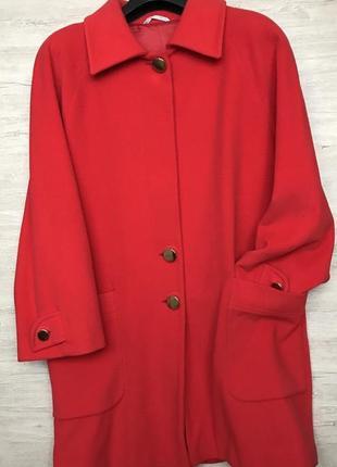 Актуальное пальто прямого покроя