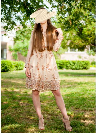 Нарядное платье с пайетками беж1