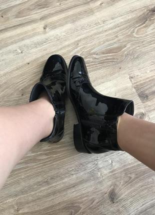 Лакові актуальні черевики1