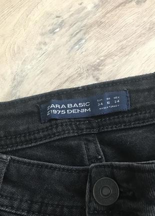 Джинсы zara 34 размер с вышивкой чёрные в идеале2
