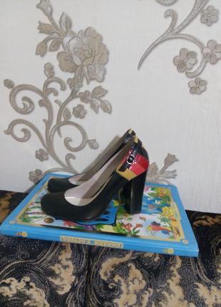 Кожаные стильные туфли на устойчивом каблуке1