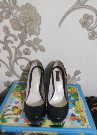 Кожаные стильные туфли на устойчивом каблуке3