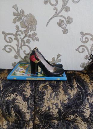 Кожаные стильные туфли на устойчивом каблуке4