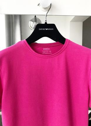 Стильная футболочка красивого малинового цвета оригинал2