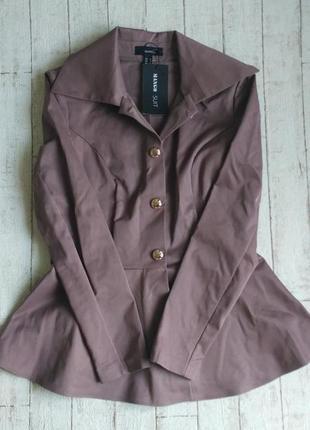 Пиджак кофейного цвета с баской бренда mango3