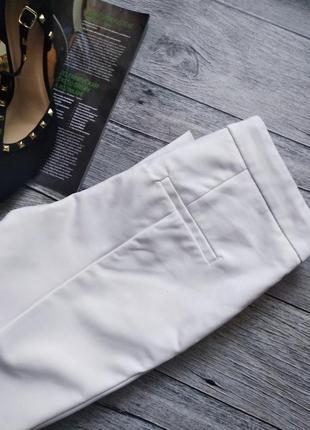 Базовые укороченные белые брюки от zara2