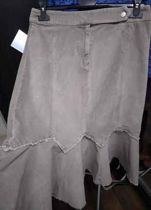Бежевая юбка с воланом фасона миди из бархатистого микровельвета1