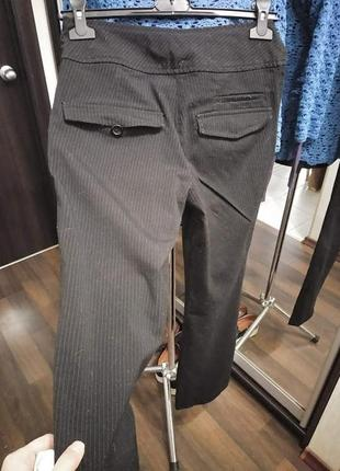 Строгие брюки средней плотности в полосатый принт2