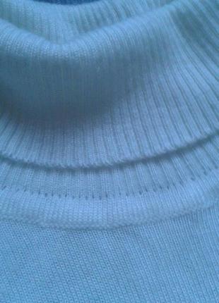 Нежный тонкий свитер молочного цвета.2