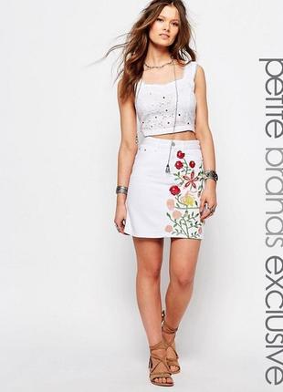 Шикарная белая джинсовая юбка с вышивкой glamorous5