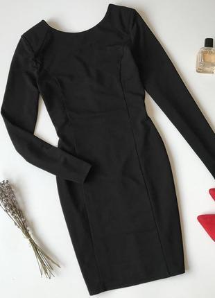Платье по фигуре чёрное маленькое