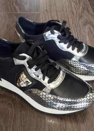 Новые стильные кроссовки2