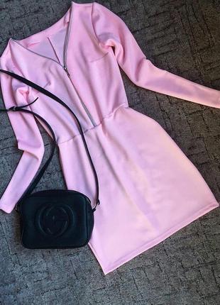 Нежно-розовой платье с молнией на декольте1