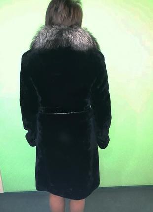 Шикарная длинная мутоновая шуба ровного кроя с натуральным меховым воротником2