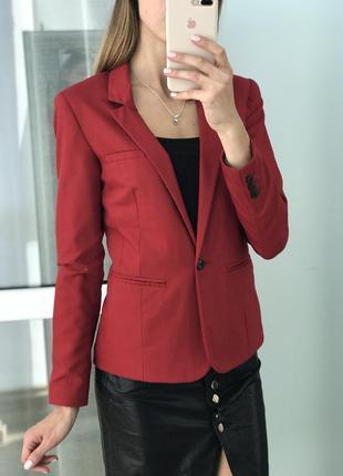 Стильний червоний піджак2
