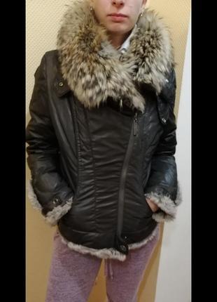 Тёплая куртка с меховые воротником1