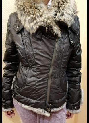 Тёплая куртка с меховые воротником3