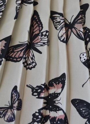 Стильная кофта с бабочками и плисировкой2