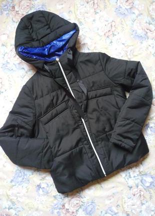Весенне-осенняя куртка с капюшоном