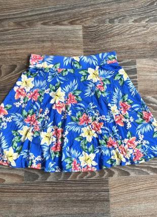 Синяя трикотажная мини юбка сонце клеш с гавайскими цветами, цветочками от new look3