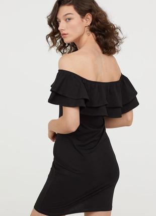 Платье с открытыми плечами и воланами от h&m s/m2