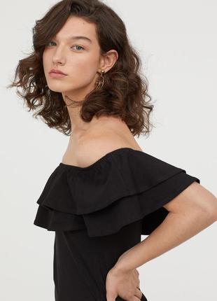 Платье с открытыми плечами и воланами от h&m s/m3
