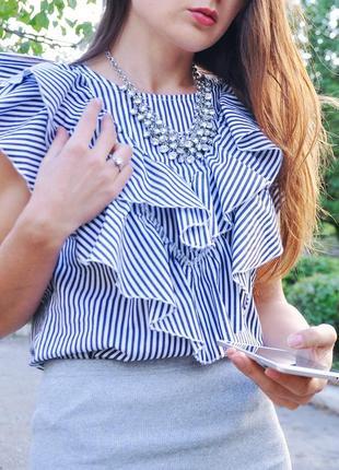 Блузка  с рукавами в виде бабочки