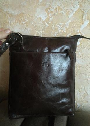 Отличная кожаная сумка на плечо the monte1