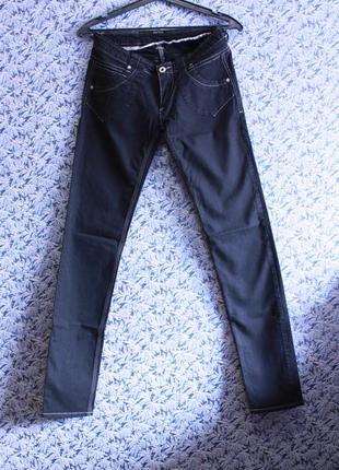Черные джинсы прямого кроя итальянского бренда fresoul