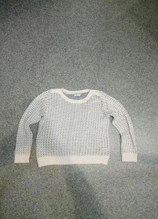 Мягкий свитер красивой вязки