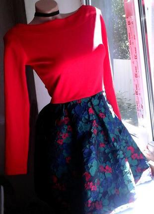 Кукольное платье с пышной юбкой жаккард