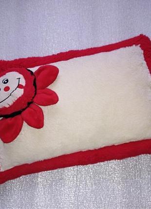 Детская подушка с цветочком левеня мягкая