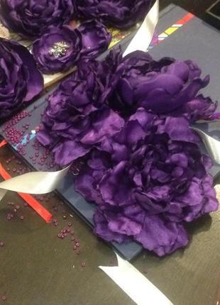 Розкішний вінок з атласних квітів