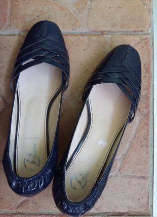 Безупречные темно синие туфельки от vera pelle 38 размера лодочки