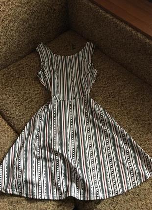 Милое платье с интересной спинкой