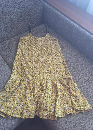 Красивое платье с цветочным рисунком2