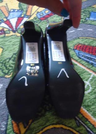 Статусные кожаные праздничные лаковые туфли с открытым носком4