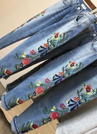Женские джинсы вышивка