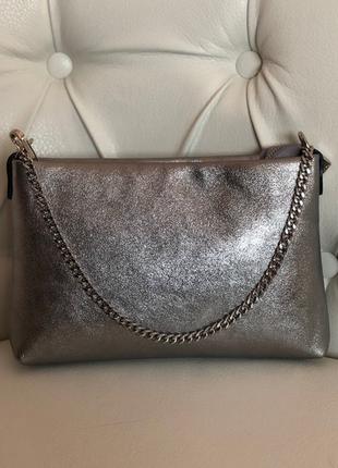 Мягкая сумочка из натуральной кожи.