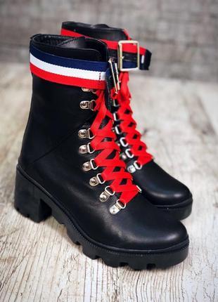 Кожаные демисезонные ботинки на среднем каблуке с яркими деталями. 36-401