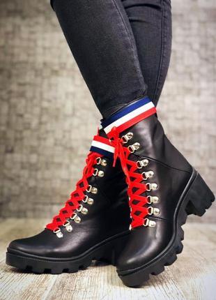 Кожаные демисезонные ботинки на среднем каблуке с яркими деталями. 36-405