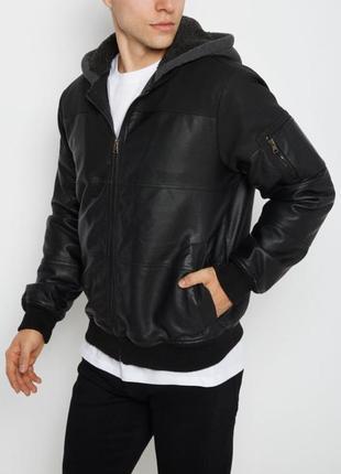 Черная куртка, иск. кожа, капюшон, подкладка шерпа, хл, америка