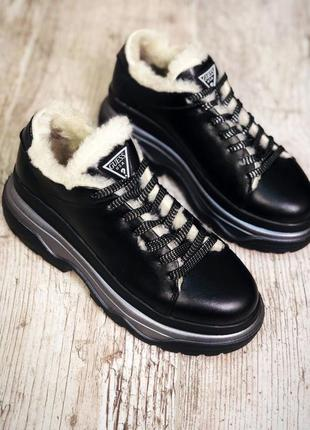 Кожаные зимние кроссовки на меху в стиле guess. 36-401