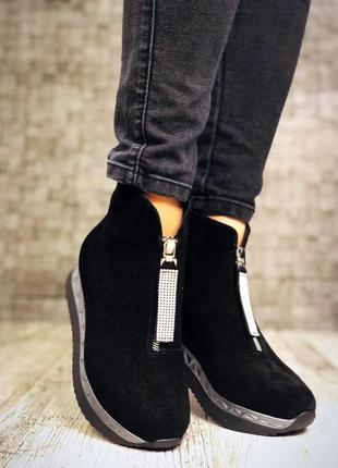 Замшевые зимние ботинки полусапожки на платформе с молнией спереди. 36-405